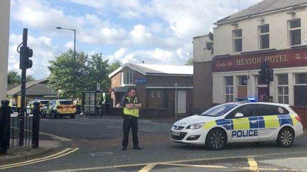 """""""Negociadores especialistas están en el lugar"""", dijo temprano la policía del condado de Northumbria"""