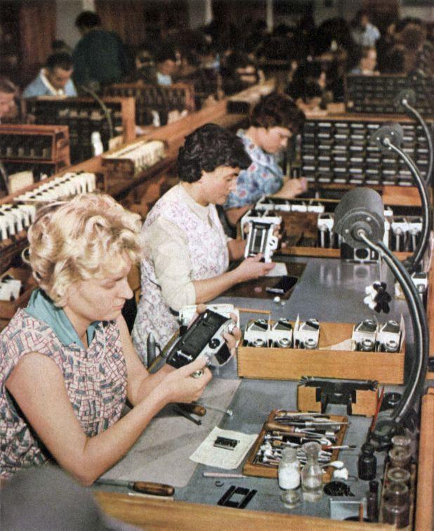 Fábrica de Pentacon en Dresden, Alemania Oriental (Mandatory Credit: Photo by Cci/Shutterstock)