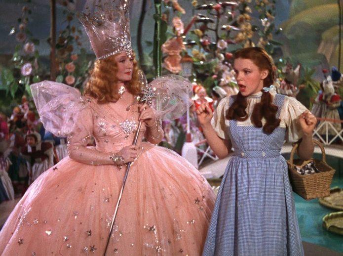 Billy Burke quien interpretó a Glinda era una famosa estrella de cine y Broadway antes de El Mago de OZ