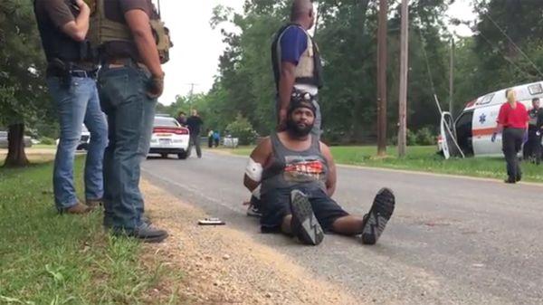 """""""Suicidio a manos de la policía, esa era mi intención"""", dijo el presunto asesino a la prensa mientras estaba apresado (@TRex21)"""