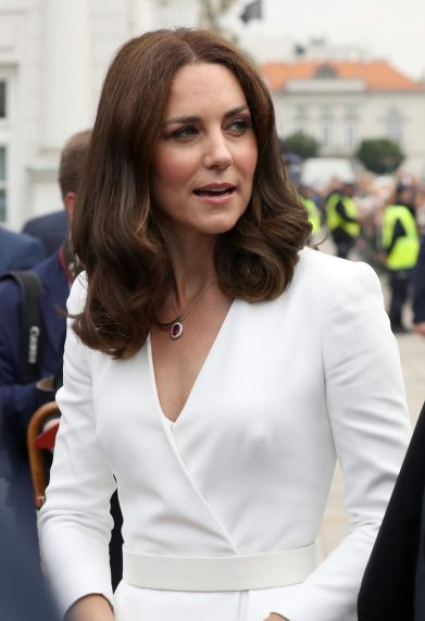 Kate Middleton con otra de las joyas de la corona británica