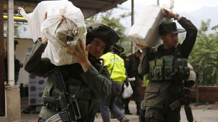 Policías incautan un cargamento de droga en Colombia (AP)