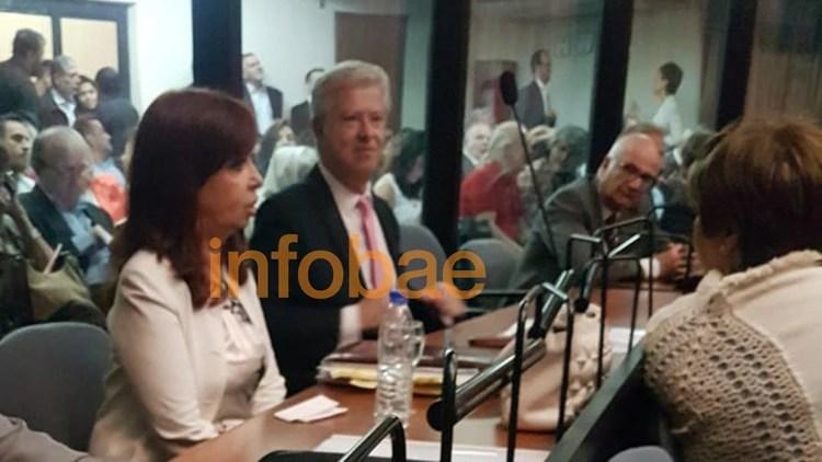 Cristina Kirchner, este lunes al iniciar la audiencia