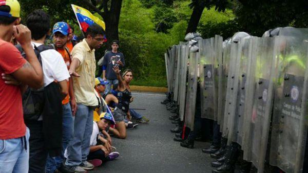 La oposición pide diálogo con las fuerzas chavistas