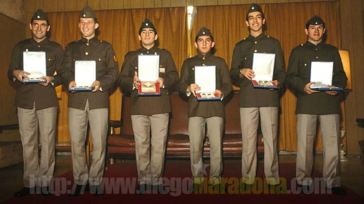 Foto: Juan Simón, Gabriel Calderón, Maradona, Osvaldo Escudero, Sergio García y Juan Barbas (Maradona Oficial)