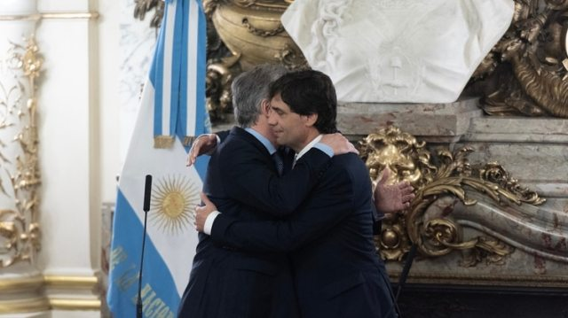 Mauricio Macri y Hernán Lacunza , tras su jura como ministro de Hacienda
