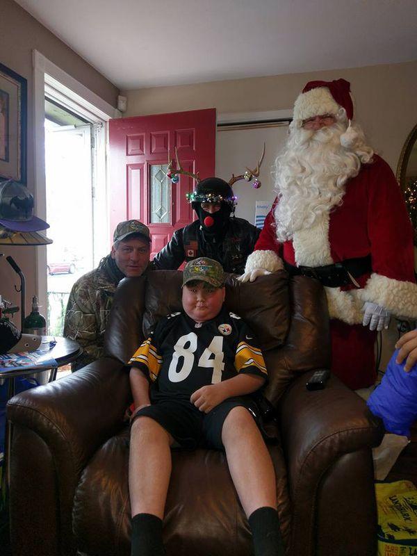 Con su padre y Santa Claus, cinco días antes de Navidad