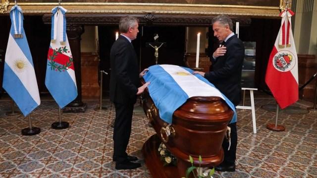 El presidente Mauricio Macri en el velatorio de Olivares