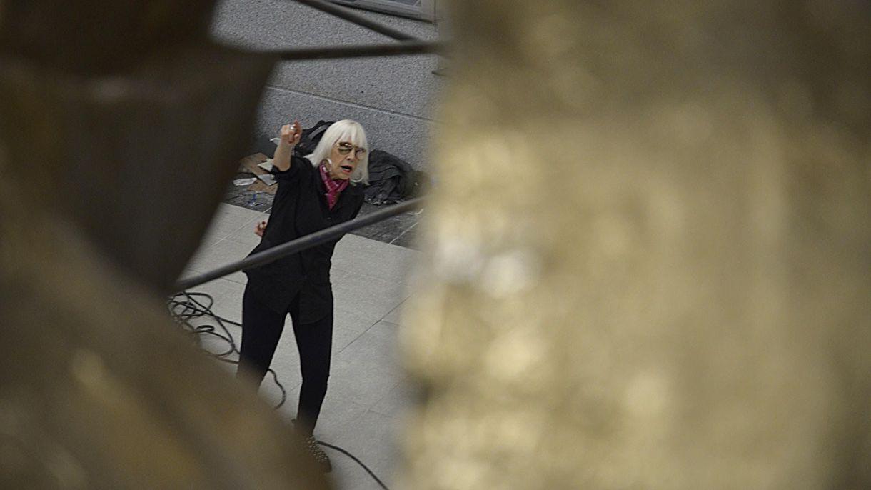 Marta Minujin en la puesta a punto de su última obra (Gustavo Gavotti)