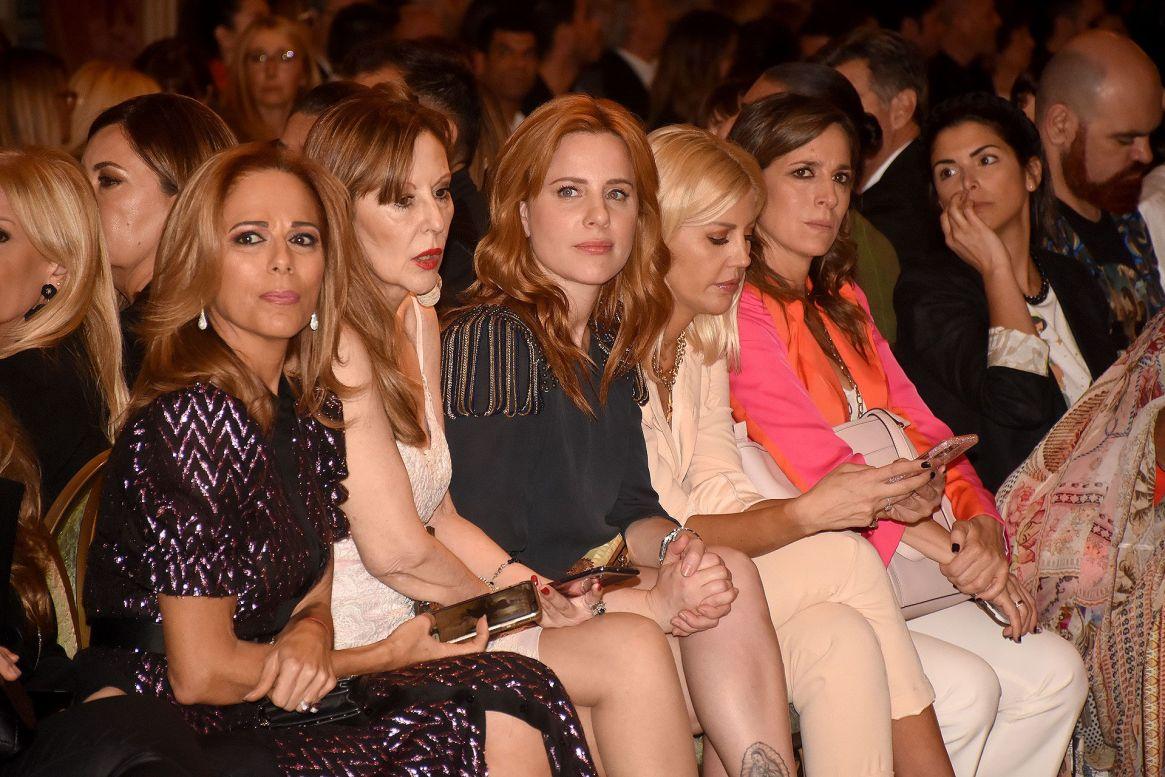 Iliana Calabró, Muñeca Moore, Agustina Kampfer y Barbie Simons en primera fila