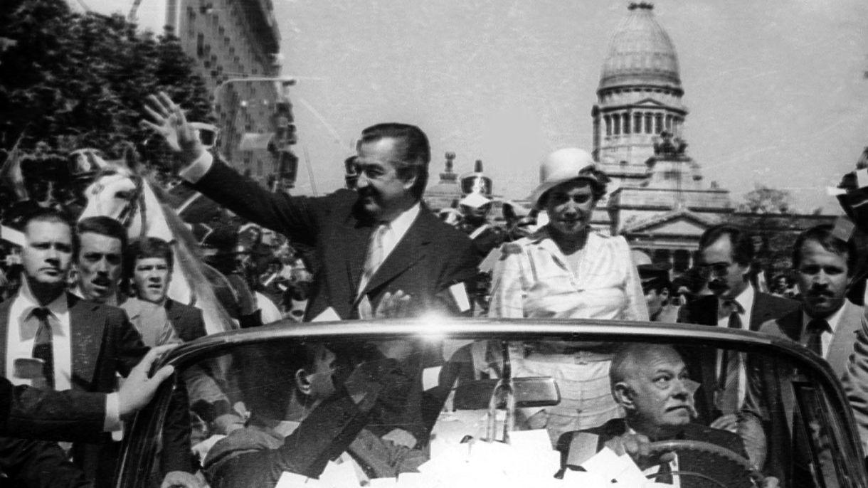 Habían pasado solo cinco días de la asunción de Raúl Alfonsín, cuando el presidente firmó el decreto para crear la Conadep