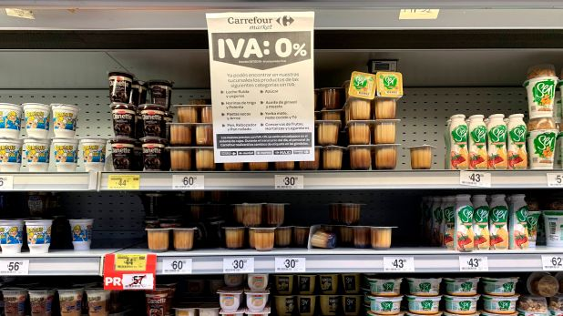 La rebaja a 0% en el IVA a los alimentos de la canasta básica motivó un reclamo de gobernadores a la Corte Suprema de Justicia, que obligó al gobierno nacional a otorgarle una compensación a las provincias