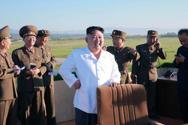Kim Jong-un supervisó las pruebas de un sistema de defensa antiaéreo