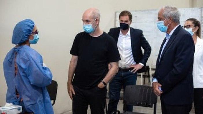 Horacio Rodríguez Larreta, en reciente visita a un centro sanitario. Quiere reabrir escuelas en la segunda mitad de febrero