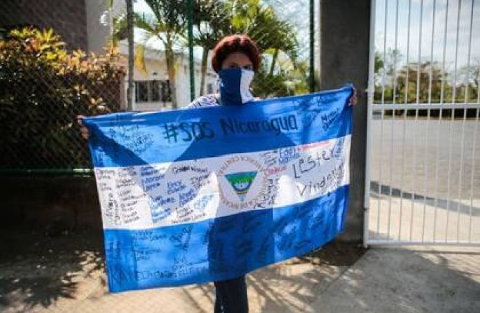 Illustrative file photo of a protester holding a Nicaraguan flag at a protest in Managua against the government of President Daniel Ortega. Feb 25, 2020.REUTERS / Oswaldo Rivas