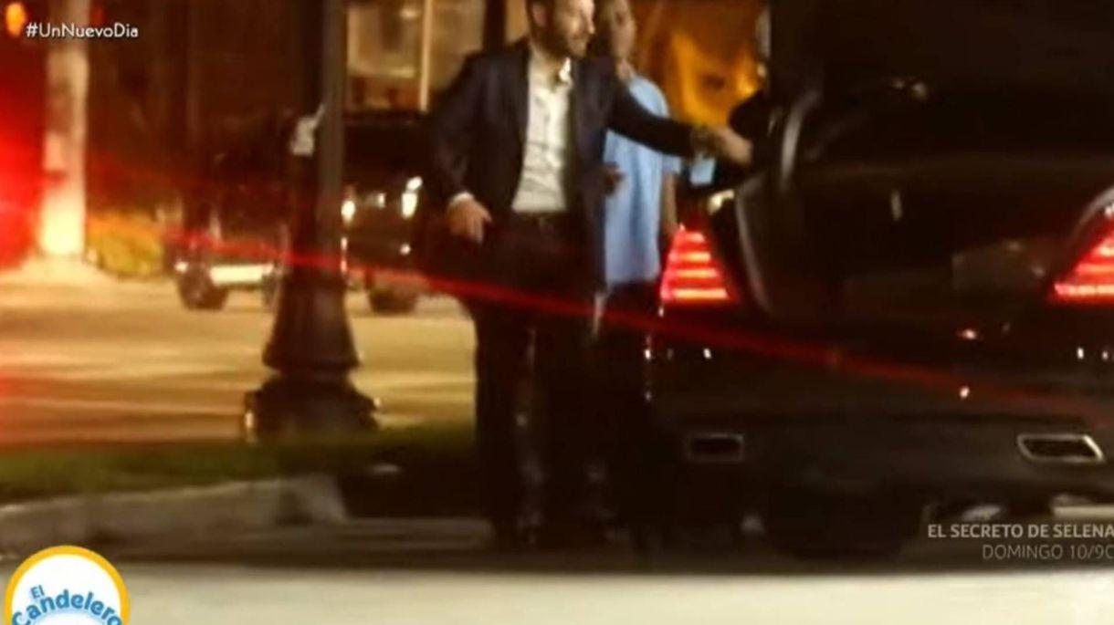 """La esperó en un lugar """"lejano"""", pero no se salvaron de los paparazzi (Foto: Captura Telemundo)"""