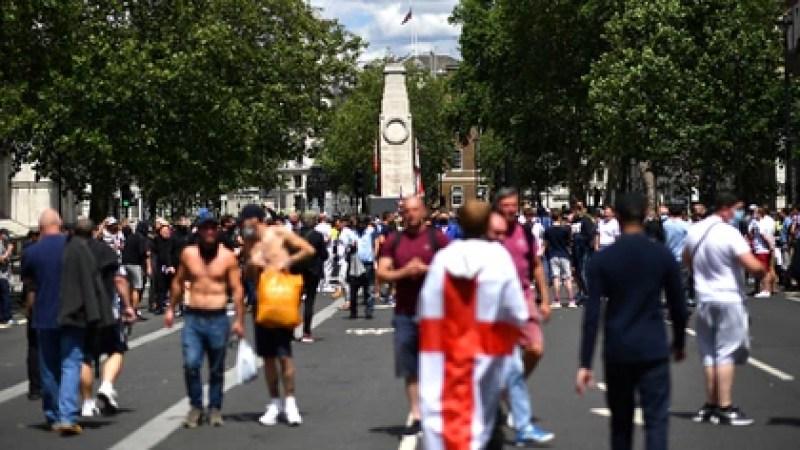 Miles de personas salieron a las calles este sábado (Ben STANSALL / AFP)