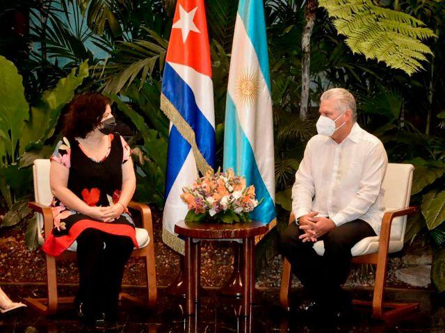 Vizzotti con Díaz Canel en Cuba