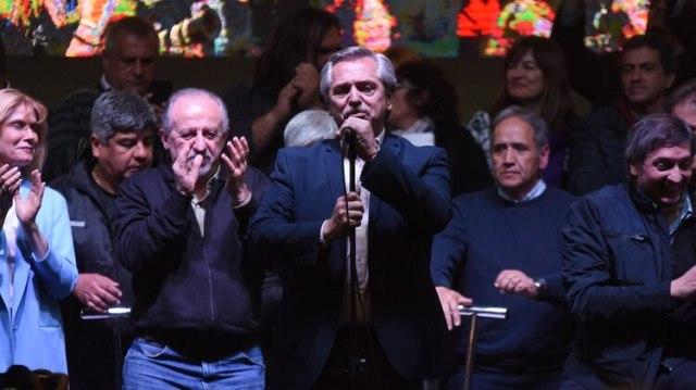 La semana pasada en Lanús, los dirigentes del Frente de Todos y los referentes de la CGT y la CTA celebraron comenzar a transitar el camino hacia la convergencia (Franco Fafasuli)