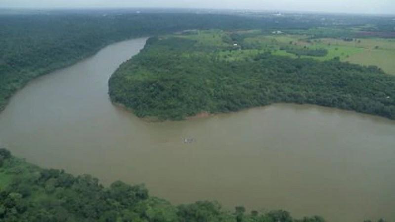 Foto de la triple frontera entre Argentina, Brasil y Paraguay. Allí viven comunidades chiitas que se dedican al comercio ilegal, contrabando de mercancías, narcóticos y armas