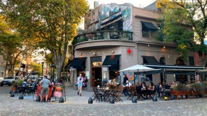 Sans es uno de los bares de Santiago Olivera, que debió cerrar tres de los ocho que tenía por la cuarentena
