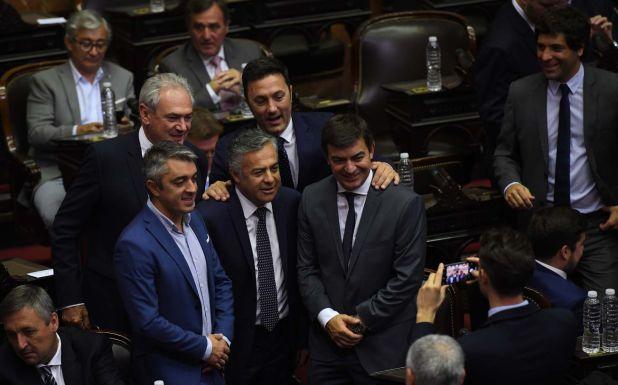 El ex gobernador de Mendoza, Alfredo Cornejo, juró hoy formalmente como diputado