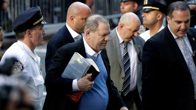 Harvey Weinstein se entregó a las autoridades este viernes en Nueva York (AP Photo/Julio Cortez)