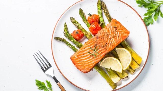 El pescado brinda proteínas de buena calidad y muy fáciles de digerir (Shutterstock)