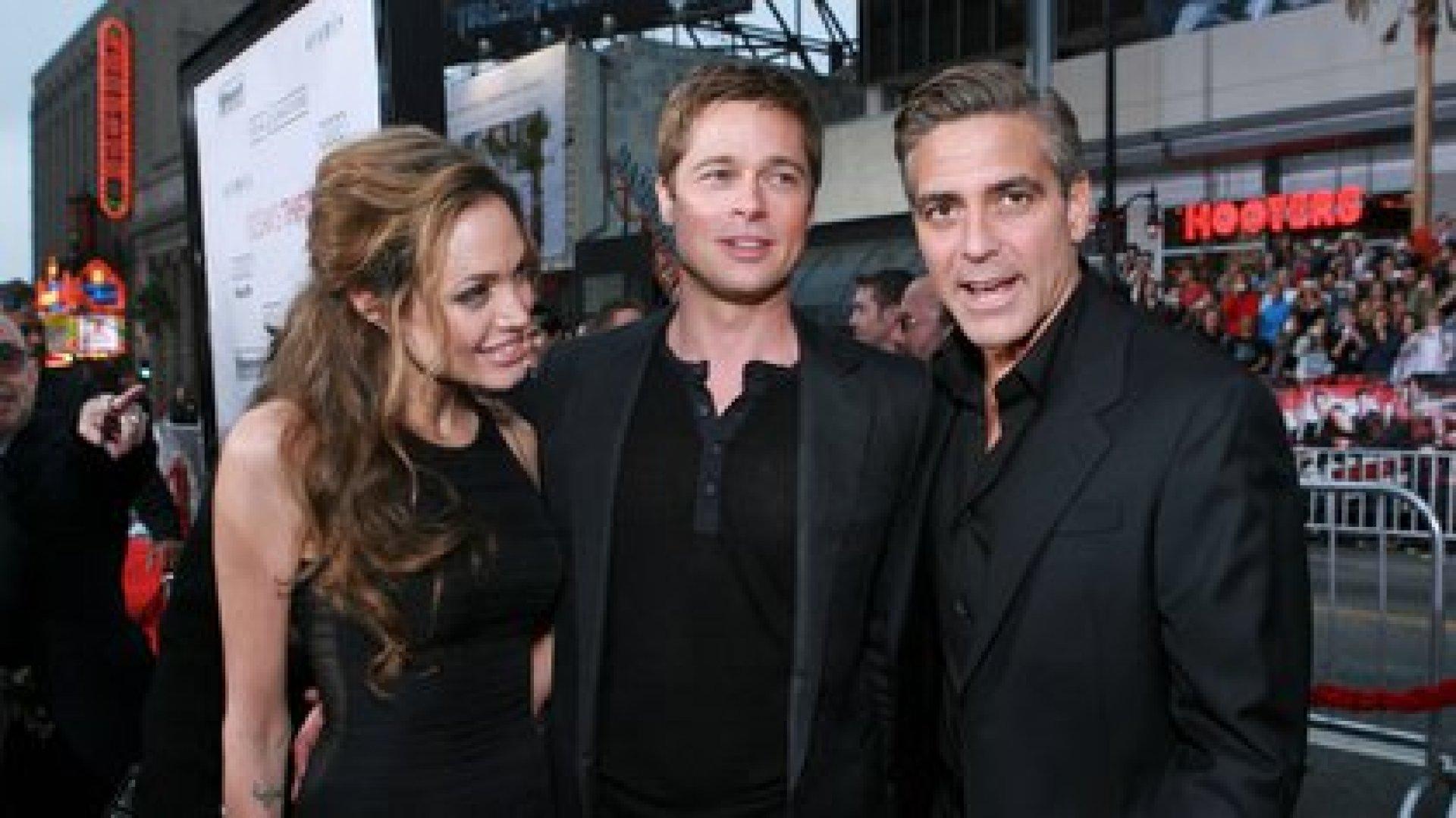 "Angelina Jolie, Brad Pitt y George Clooney en la premiere de ""Ocean's Thirteen"" en 2007 (Shutterstock)"