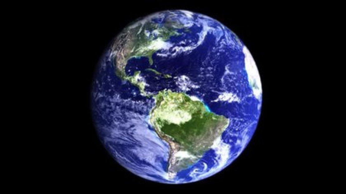 Nuestro planeta gira en contra de las agujas del reloj, al igual que la mayoría de los que integran nuestro Sistema Solar