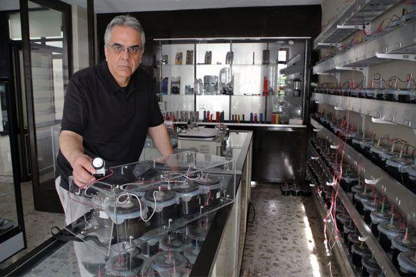 Mexicano crea batería que no se gasta y la patenta en Rusia