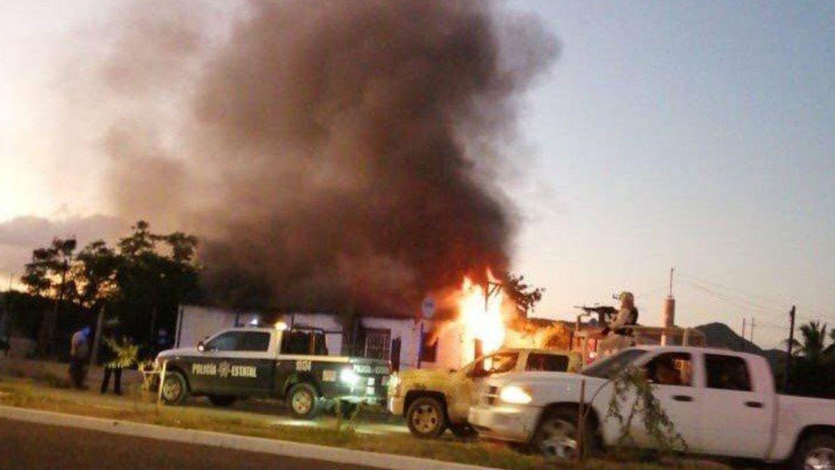 Un comando atacó un domicilio en Sonora. Entró por un hombre y luego incendió la casa con dos niños dentro (Foto: Twitter/AguedaBarojas)