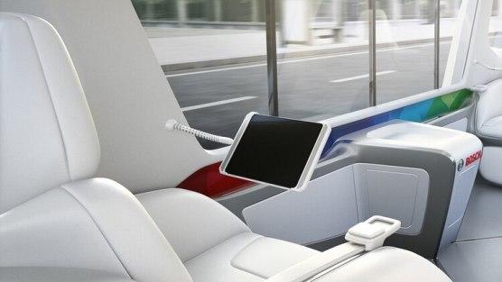El interior tiene espacio para cuatro pasajeros, cada uno con una pantalla y wifi (Bosch)