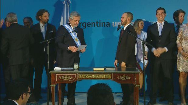Alberto Fernández toma juramento a Martín Guzmán como ministro de Economía