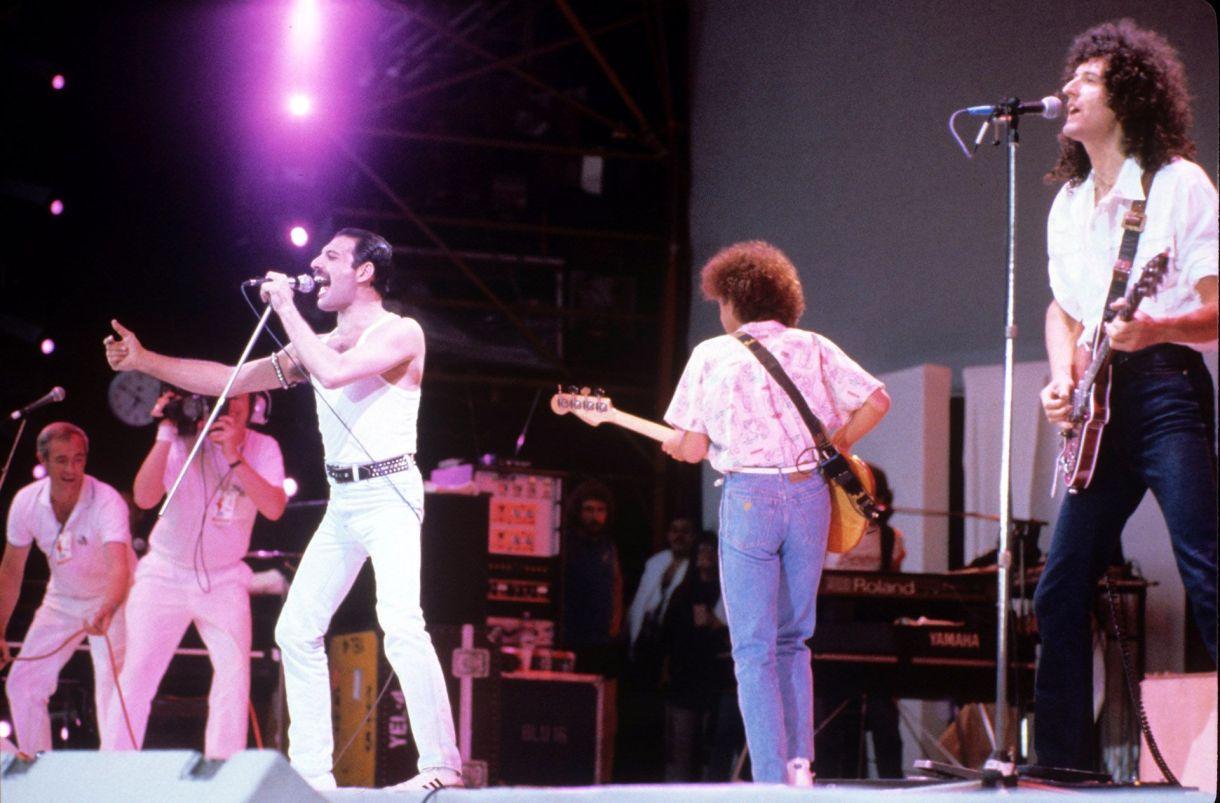 Freddie Mercury, John Deacony Brian May en elLive Aid en 1985 (Shutterstock)