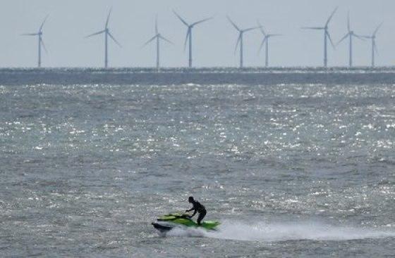 Un joven fue detenido luego de cruzar en una moto acuática de Irlanda a Escocia para ver a su novia