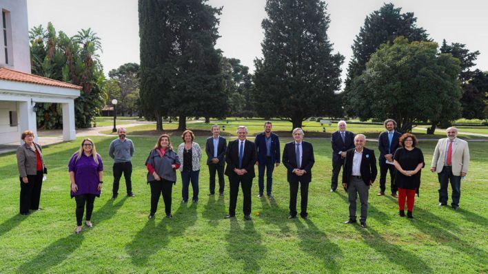 El presidente Alberto Fernández recibió en Olivos al equipo de epidemiólogos (foto: Presidencia)