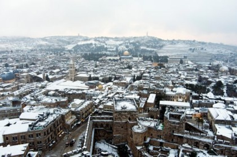 The roofs of the old city of Jerusalem covered in snow, on February 18, 2021. Photograph taken with a drone.  REUTERS / Ilan Rosenberg
