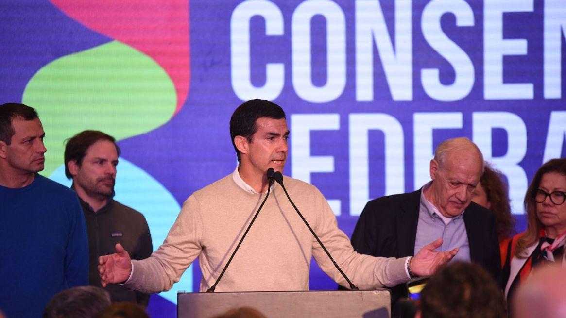 Goberndor y candidato a vice, Juan Manuel Urtubey irá el miércoles al CFI (Franco Fafasuli)