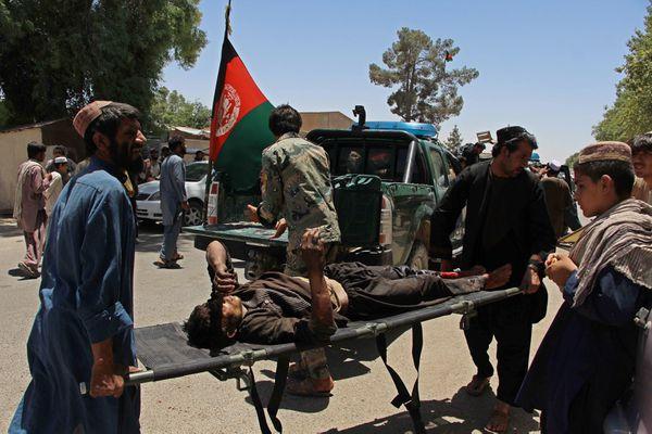 Un herido tras la explosión del coche bomba en Kashkargah (AFP)