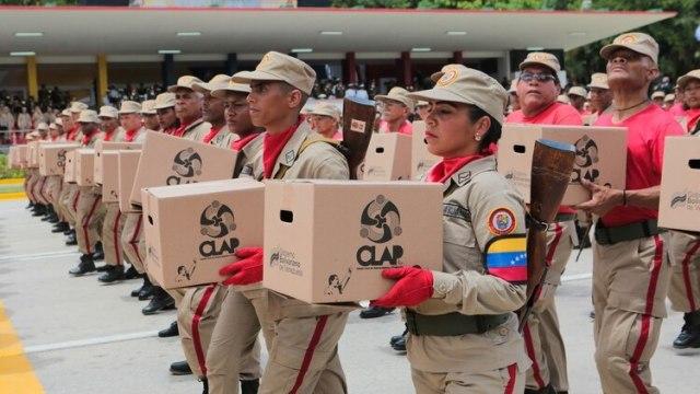 Las milicias portaron las cajas CLAP, símbolo del control social del régimen chavista (Reuters)