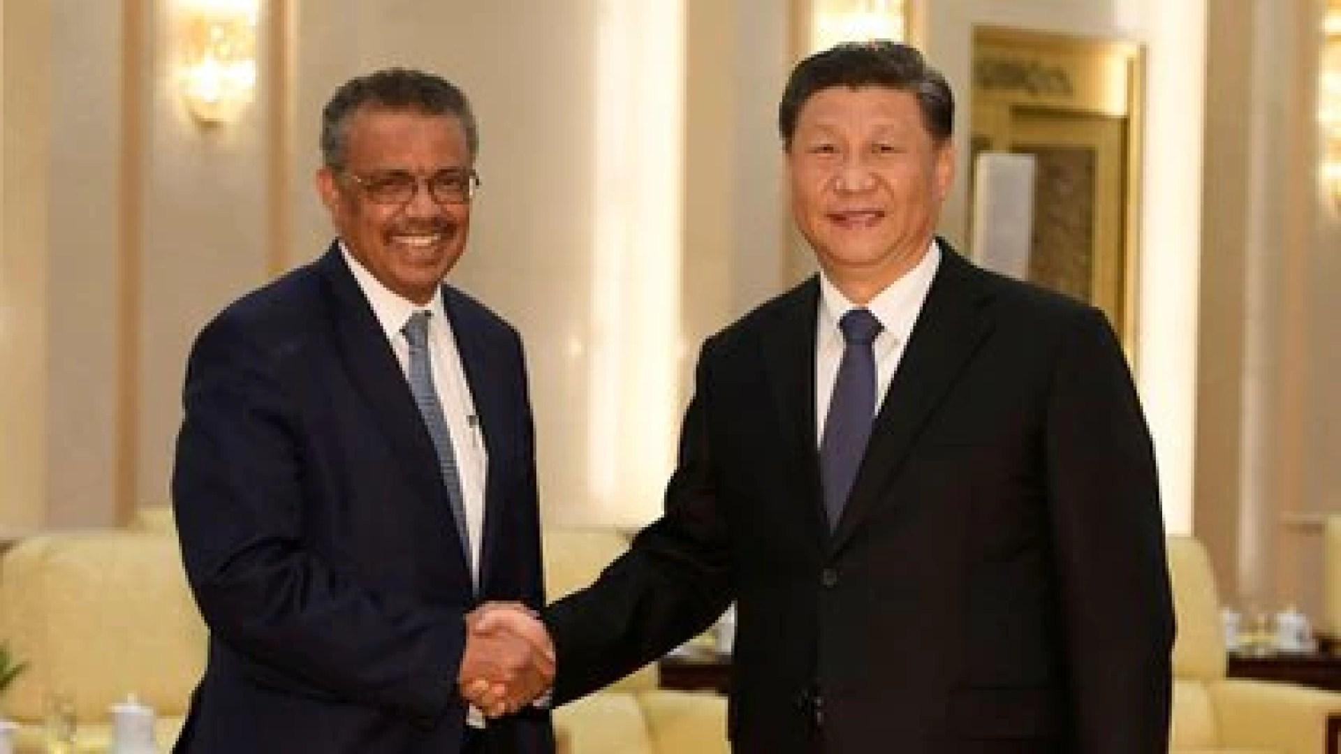 El director de la OMS Tedros Adhanom y el presidente chino Xi jinping durante un encuentro en enero de 2020 (Naohiko Hatta via REUTERS/archivo)