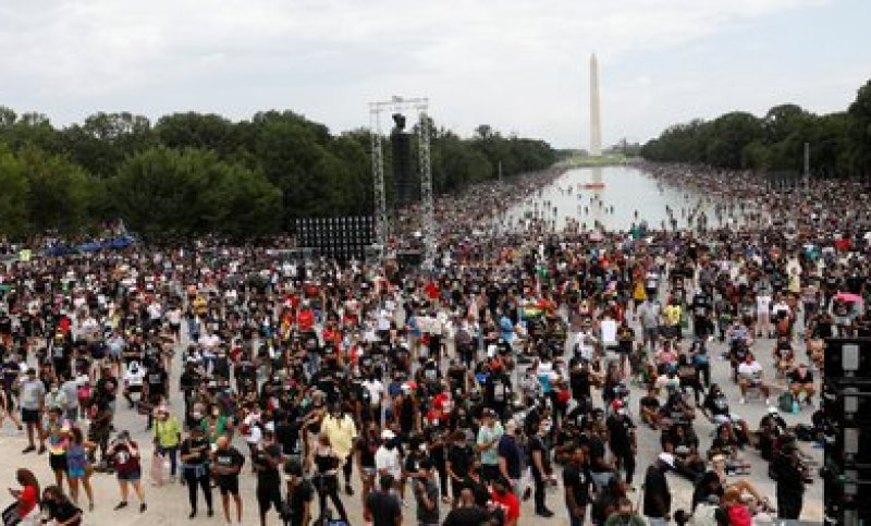 A crowd gathered in Washington on Friday, for the 57th anniversary of Martin Luther King's speech.  REUTERS / Tom Brenner