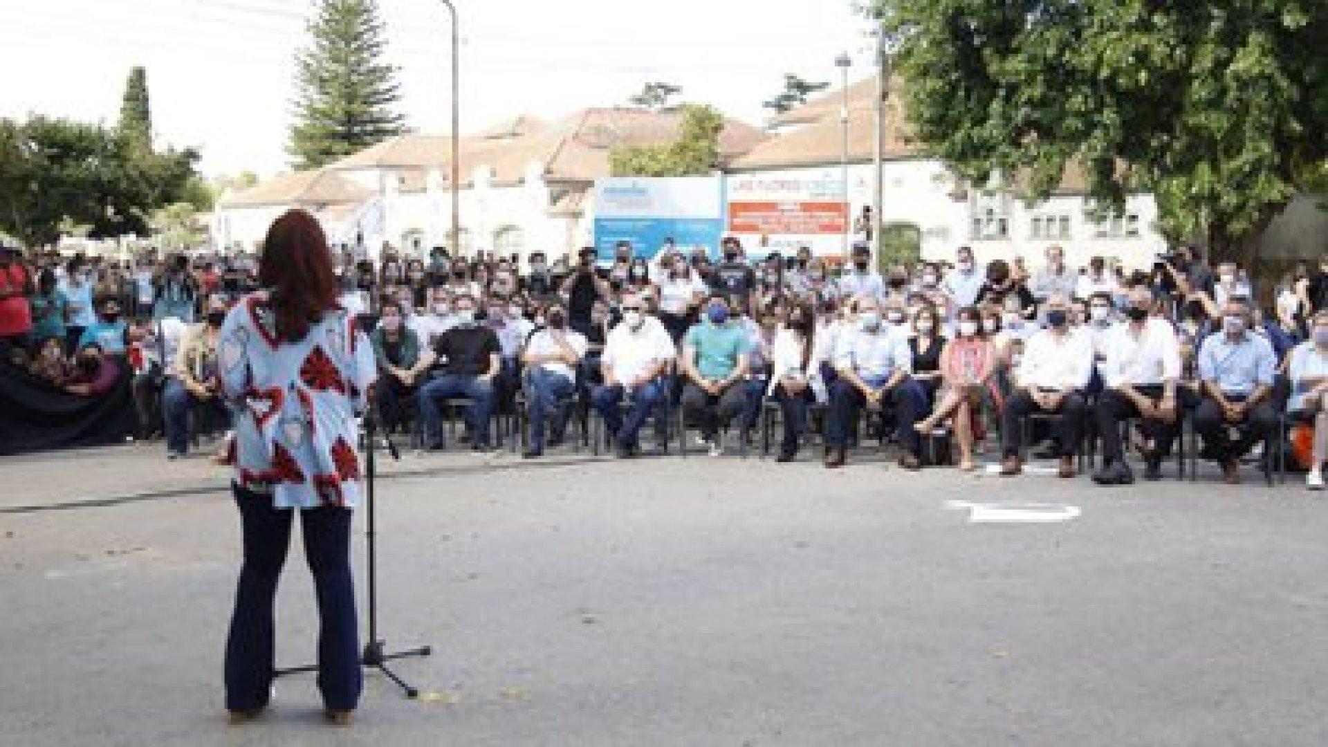 Cristina Kirchner en el acto por el 24 de marzo. Sergio Berni sentado en primera fila