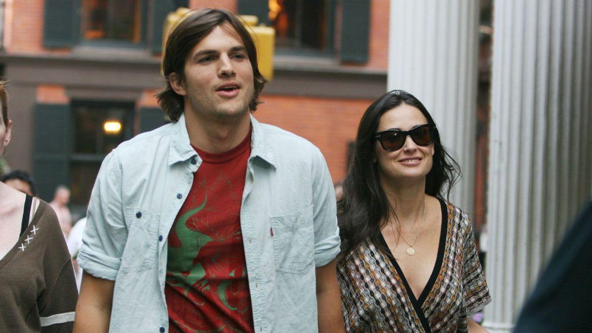 El 17 de noviembre de 2011, Moore lanzó un anuncio su divorcio de Kutcher. El anunció siguió con semanas de especulación por los medios sobre el estado de la pareja debido supuestos engaños por parte de él (Grosby Group)