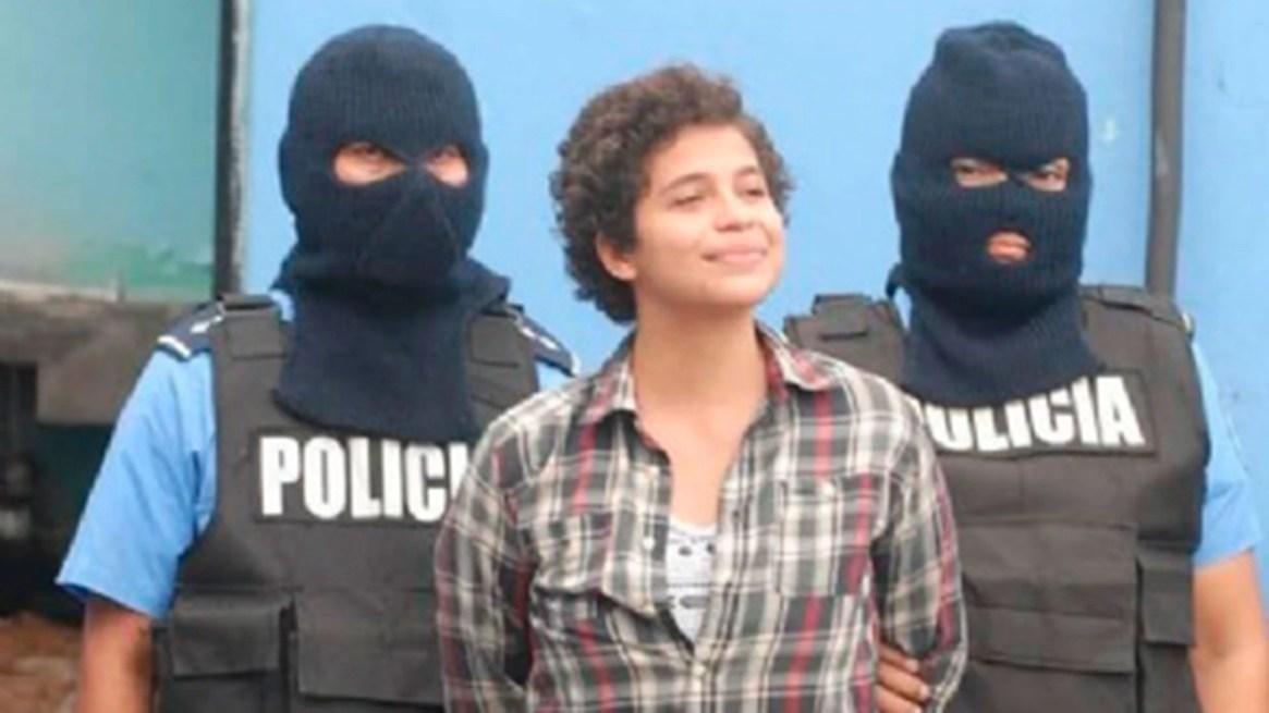 """Amaya Coppens, estudiante destacada, presentada como """"terrorista"""" después de participar en la protestas contra Ortega."""