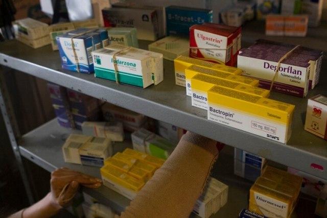 MÉXICO, D.F., 29DICIEMBRE2015.- Las medicinas incrementaron su precio entre 5 y hasta 17 por ciento en 2015, de acuerdo con cifras oficiales. Estos productos acumulan una inflación de 5.91 por ciento. FOTO: MOISÉS PABLO /CUARTOSCURO.COM