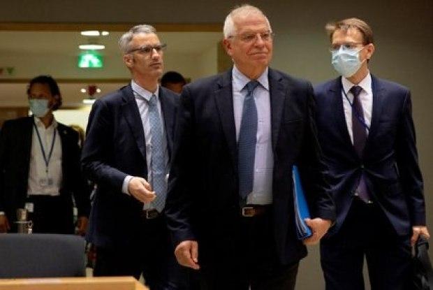 Jefe de la diplomacia europea, Josep Borrell, llegando a una reunión por videoconferencia con el secretario de Estado Mike Pompeo Virginia Mayo/Pool via REUTERS