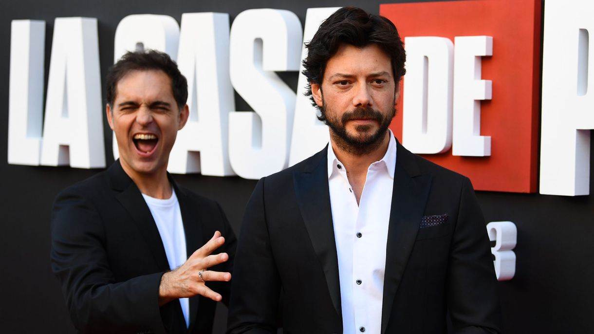 Los actores Alvaro Morte (Berlín) y Pedro Alonso (El profesor)