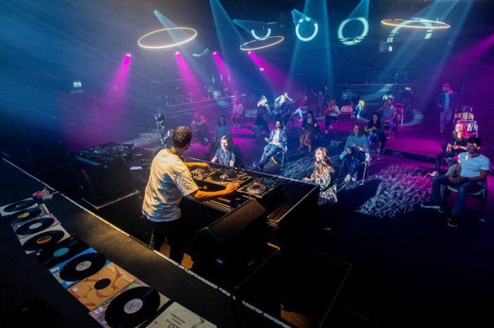 Personas en un evento en club nocturno en Nimega, Países Bajos, 6 junio 2020. REUTERS/Piroschka van de Wouw